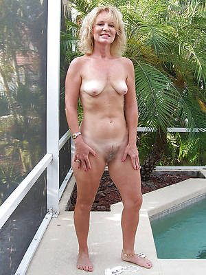 naught nude grown-up wemon