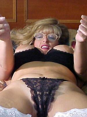 gorgeous mature slut moms nude pics