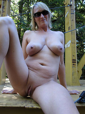 sexy hot mature blonde nude pics