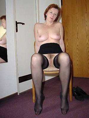 mature girlfriends posing nude