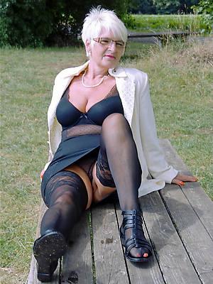gorgeous mature aged ladies nude pics