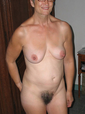 gorgeous mature women in glasses naked