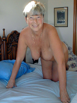 saggy granny tits posing nude