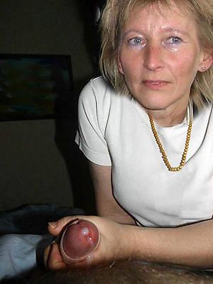 naked mature mom handjob