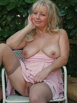 gorgeous amateur mature pictures
