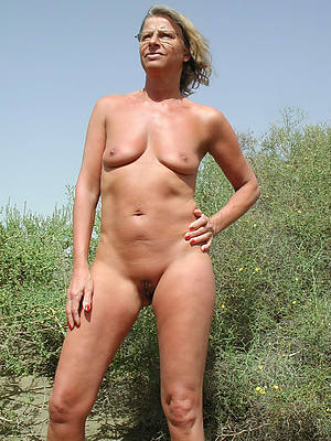 nude mature moms undecorated