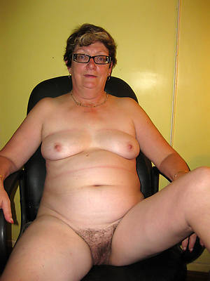 mature chubby women posing nude
