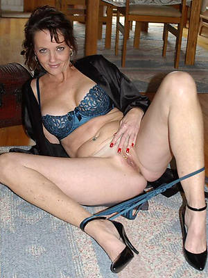 hotties mature legs nude pictures