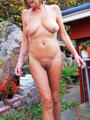 beautiful busty matured grannies nude pics