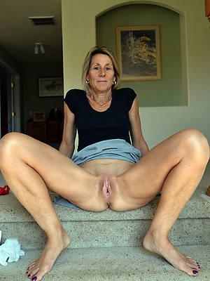 slutty mature single women nude pics