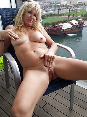 slutty mature blond pussy nude pictures