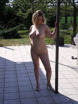 naked mature milf in heels stripped