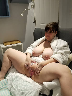 slutty mature shaving nude photos