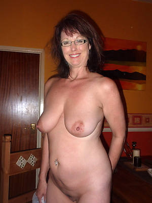mature bbw housewives posing nude