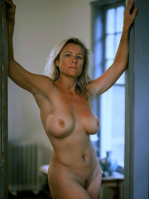 mature milf  40 posing nude