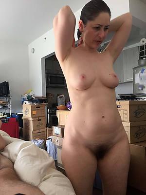 hairy wet mature posing bare-ass