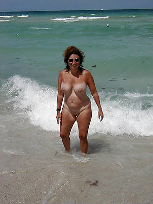 mature seashore nudes perfect body