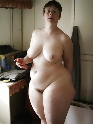 chunky mature milfs posing nude