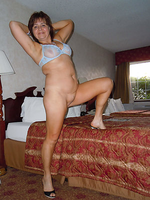 homemade mature naked legs pics