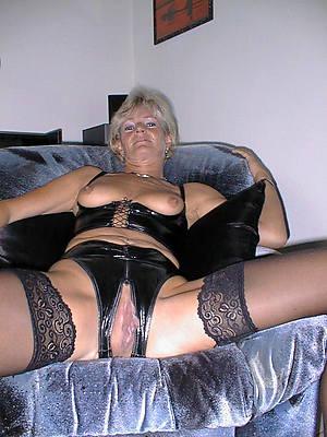 free mature lingerie posing nude