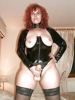matures in latex porn photos
