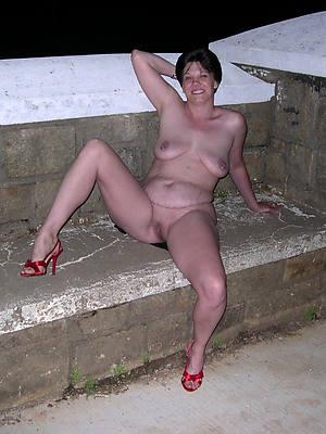 petite nude mature woman in heels pics