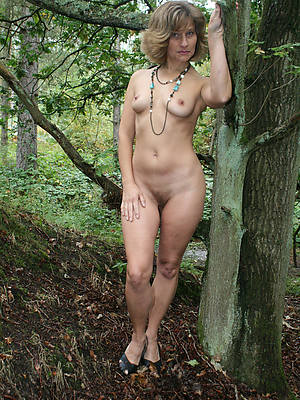 sexy hot mature tits outdoors