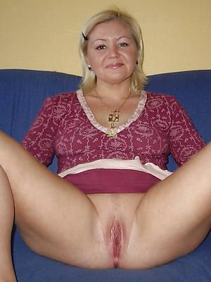 beautiful sexy mature upskirt photos