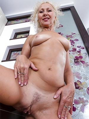 gorgeous horny women naked porn pics