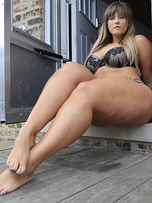 amateur women with beautiful feet stripped