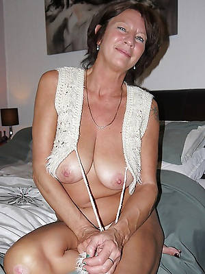 sexy full-grown cougar nude in the altogether
