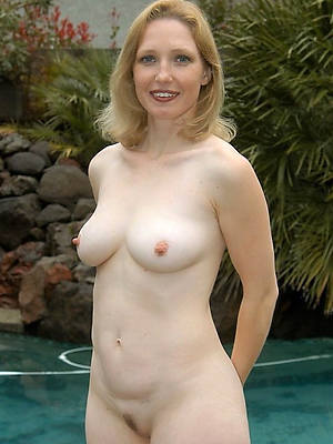mature amateur solo perfect body