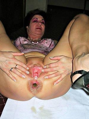 naked mature vulva women stripped
