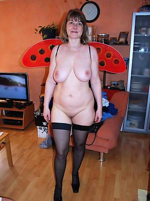 beautiful mature xxx posing nude