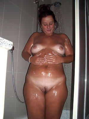 slutty matured women in eradicate affect shower sex pics