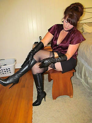 amateur mature nylon legs unmitigated host