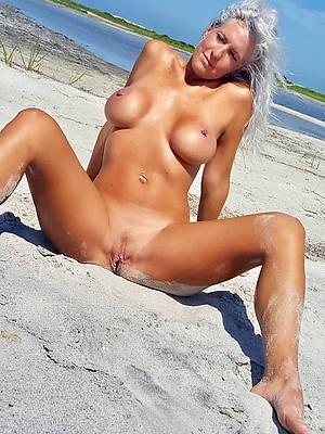 mature beach babes naked porn pics