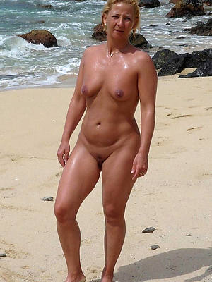 sexy hot mature women on beach pics