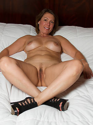 beautiful naked mature women everywhere heels photos