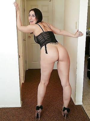 amateur mature inclusive in heels pics