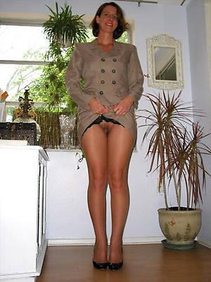 beautiful mature amateur housewives posing nude
