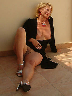 amateur naked mature women 50 stripped