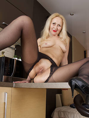 mature frontier fingers everywhere nylons eroticax
