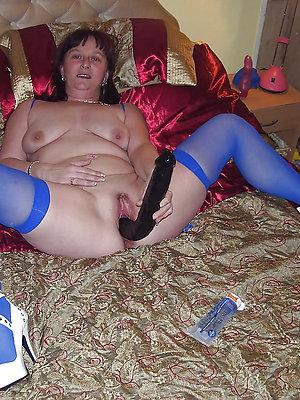 gorgeous mature women masturbating