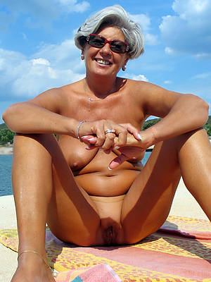 hotties mature surpassing beach pics