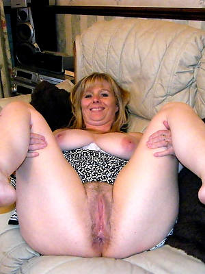 mature womens feet posing nude