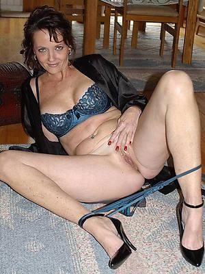 free xxx mature brunette unfurnished photos