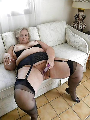 naked sexy mature grannies stripped