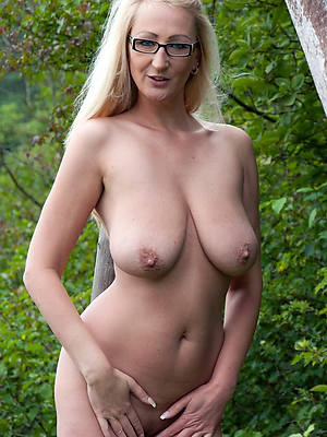 mature milf tits posing nude