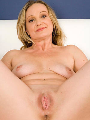 porn pics of mature shaved pussy